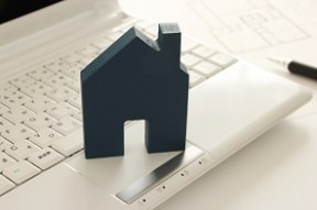 住宅とパソコン